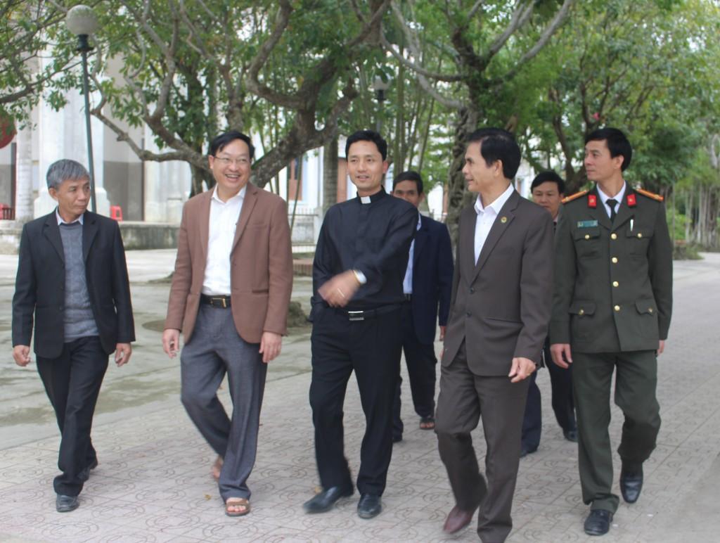 cha-xu-cung-ba-con-nhan-dan-chung-tay-xay-dung-nong-thon-moi