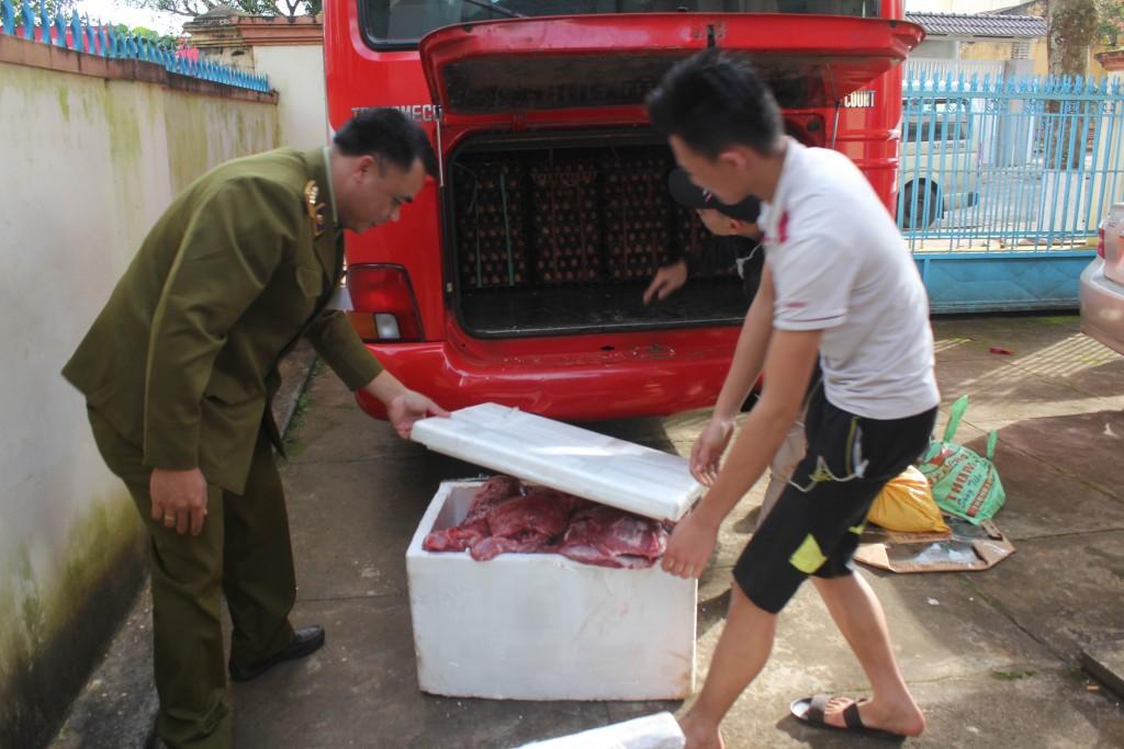dak-lak-phat-hien-xe-khach-van-chuyen-gan-200kg-thit-dong-vat-khong-ro-nguon-goc-2