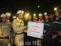 Bí thư Tỉnh ủy Quảng Ninh Nguyễn Văn Đọc thăm, động viên thợ mỏ Than Khe Chàm
