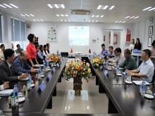 Đoàn đại biểu Lào thăm và làm việc tại nhà máy sữa của Vinamilk