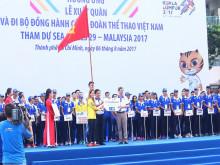 """Hàng ngàn người """"phủ xanh"""" phố đi bộ cổ vũ Đoàn Thể thao Việt Nam"""