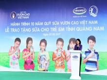 Vinamilk 10 năm liền cùng Quỹ sữa Vươn cao Việt Nam - Trao sữa cho trẻ em Quảng Nam