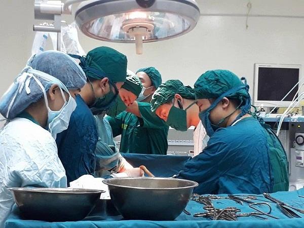 Hà Tĩnh: 5 y bác sỹ, nhân viên cùng hiến máu cứu sống sản phụ nguy kịch