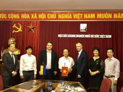 Chủ tịch Hiệp hội Doanh nghiệp nhỏ và vừa Việt Nam tiếp Thư kí Phó Thủ tướng và Phó Đại sứ Ucraina