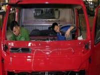 Doanh số tiêu thụ xe lắp ráp trong nước 'áp đảo' xe nhập khẩu