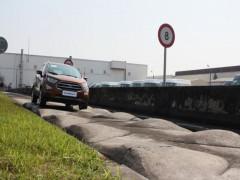 Doanh nghiệp ôtô 'méo mặt' vì không có đất làm đường thử xe