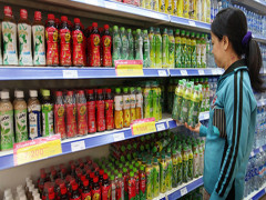 Cuộc chiến giành miếng bánh gần 2 tỷ USD của trà đóng chai Việt