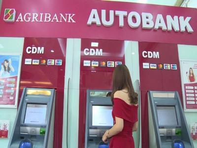 Khách bức xúc vì đường dây nóng ngân hàng liên tục...