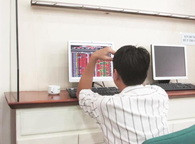 """Thị trường biến động, công ty chứng khoán """"chịu đòn"""""""