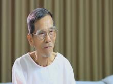 Gần 90 tuổi, NSƯT Trần Hạnh vẫn bán giày, mũ bảo hiểm mưu sinh