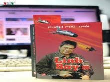 """Đọc cuốn sách """"Lính bay II"""", muốn khóc..."""