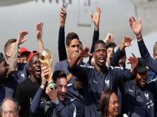 ĐT Pháp diễu hành mừng danh hiệu World Cup trước nửa triệu fan