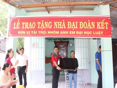 Tây Ninh: Trao nhà và tặng quà cho các gia đình khó khăn