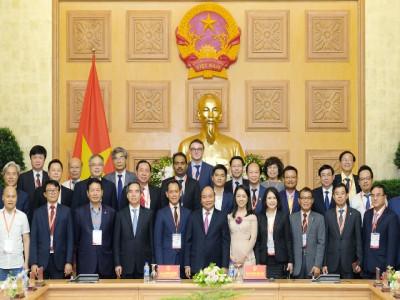 Thủ tướng gặp mặt các doanh nghiệp, diễn giả của Diễn đàn cấp cao về công nghiệp 4.0