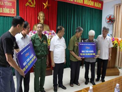 Chủ tịch Hiệp hội DNNVV Việt Nam  và đoàn doanh nghiệp trao nhà tình nghĩa tại Can Lộc (Hà Tĩnh)