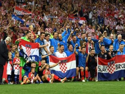 Tinh thần Croatia, cái cúi đầu của người Anh và những khoảnh khắc bóng đá