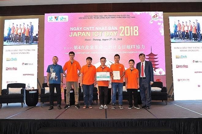 Trao giải cuộc thi Hackathon Việt Nam 2018 về thành phố thông minh