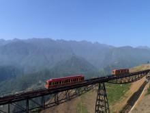 Đến Sa Pa trải nghiệm tàu hỏa leo núi với giá vé khứ hồi chỉ 50.000 đồng