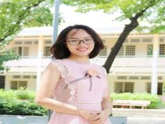 Cô giáo Lê Quyên  mang yêu thương vào từng nét chữ
