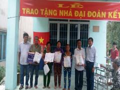 Trao tặng 5 căn nhà đại đoàn kết cho hộ nghèo