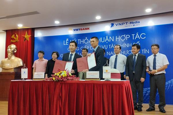 Tổng công ty Truyền thông và Vietbank ký kết thỏa thuận hợp tác cung cấp dịch vụ tài chính số