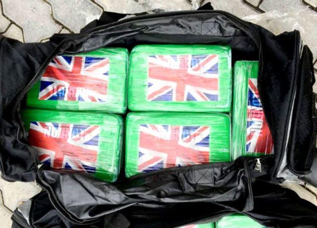Khởi tố vụ phát hiện 100 bánh cocaine trên container phế liệu