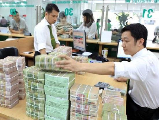 """""""Cuộc đua"""" tăng lãi suất và sự """"nhập cuộc"""" của các ngân hàng lớn"""