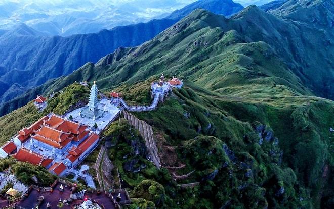 Khám phá những công trình kiến trúc tâm linh đẹp vi diệu trên đỉnh non cao