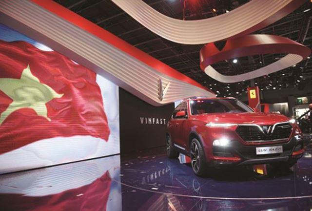 Đứng trên vai người khổng lồ để có ô tô thương hiệu Việt