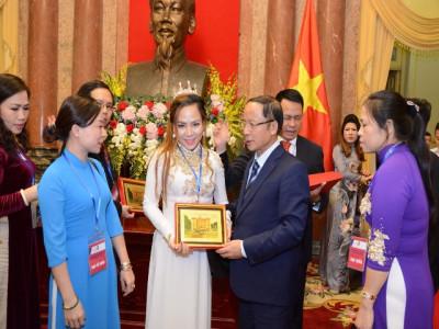 Nữ hoàng Văn hóa tâm linh Phạm Nữ Hiền Ngân vinh dự  tiếp kiến Quyền Chủ tịch nước