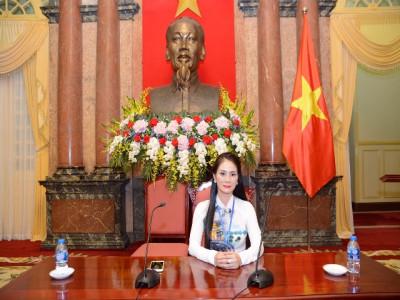 Á hậu Hồng Nhung - doanh nhân tiêu biểu