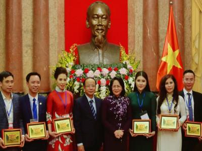 Chủ tịch HĐQT Công ty Cổ phần Socos vinh dự nhận Kỷ niệm chương DNDN tiêu biểu