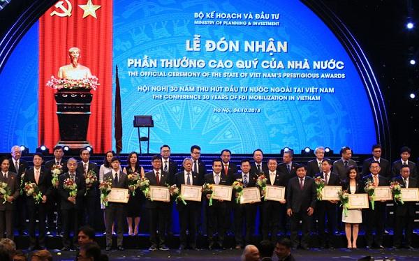 Nestlé Việt Nam nhận Bằng khen về thành tích xuất sắc trong hoạt động đầu tư