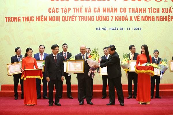 Vinamilk nhận bằng khen của Thủ tướng Chính phủ về phát triển tam nông bền vững