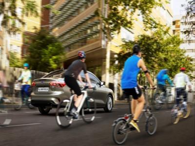 Ford kêu gọi người lái xe ôtô, xe đạp cùng chia sẻ đường phố qua trải nghiệm thực tế ảo