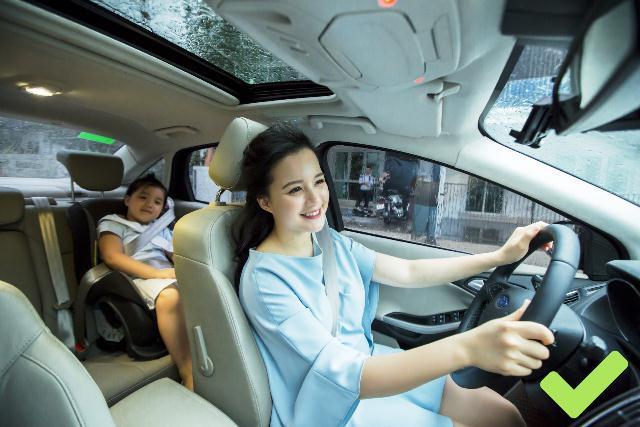Nguy hiểm chết người khi vừa lái xe vừa nhắn tin