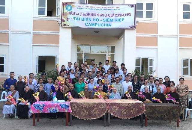 Thăm và hỗ trợ kiều bào Việt tại Biển Hồ, Siêm Reap, Campuchia