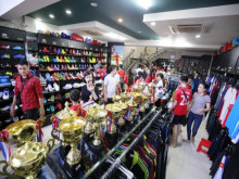 Đón khách ngập shop, Anh Đức chia sẻ bí quyết làm giàu