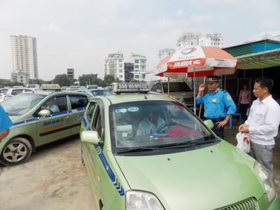 Lại tranh cãi việc 'quản' Grab, Uber và taxi truyền thống