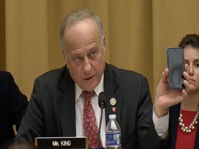 Nghị sĩ Mỹ tưởng Google làm ra iPhone