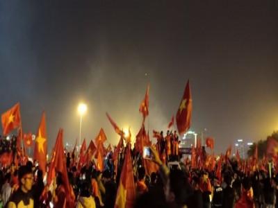 1001 cảm xúc vỡ òa của CĐV khi đội tuyển Việt Nam vô địch AFF Cup 2018