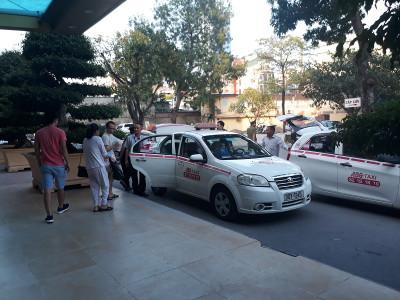Mặc đồng phục cho taxi Hà Nội