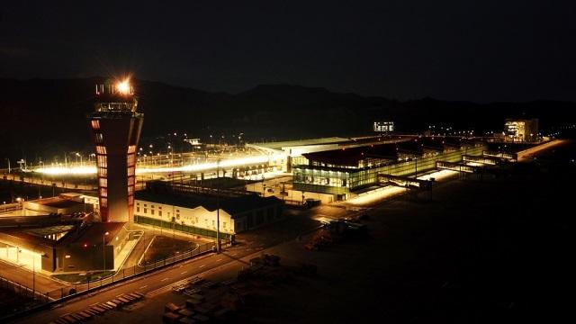 Sân bay lãng mạn nhất Việt Nam lung linh trong đêm