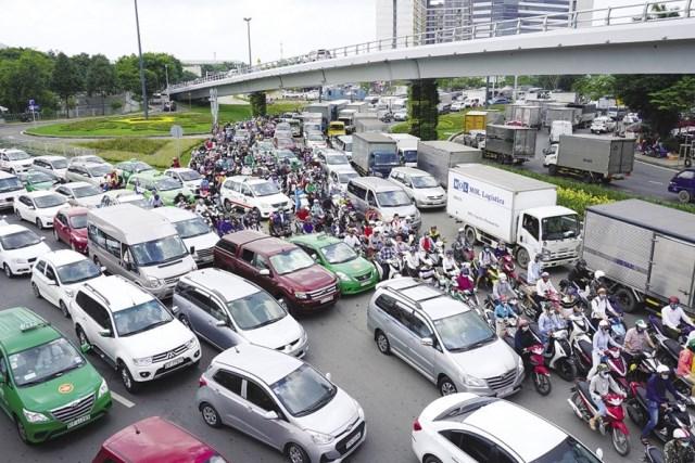 TP. Hồ Chí Minh: cương quyết chấm dứt việc mô tô, xe máy lưu thông vào làn đường dành cho ô tô