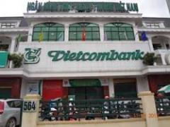 Khách hàng tố gửi 100 triệu tại Vietcombank, sau 1 năm chỉ còn 10 triệu