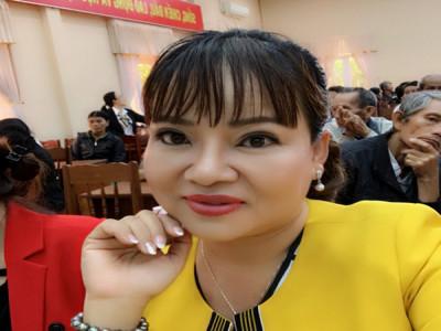 Á hậu Doanh nhân Việt Nam Hồ Thanh Hương ủng hộ Quĩ Vì bệnh nhân nghèo tỉnh Bình Định