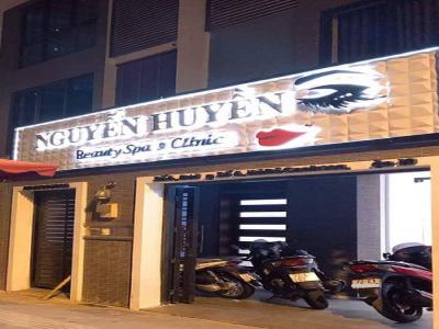 """Nghi vấn cơ sở Nguyễn Huyền hoạt động thẩm mỹ """"chui""""?"""