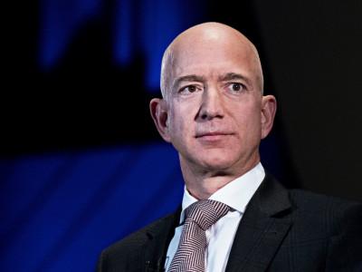 Jeff Bezos: Bạn không cần chọn đam mê, tự chúng sẽ chọn bạn