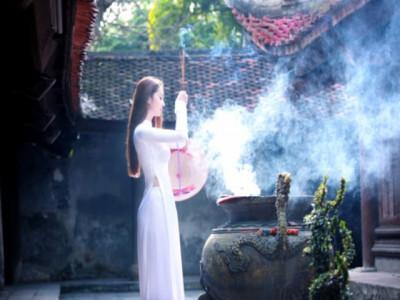 Đi chùa theo truyền thống thế nào để không sa đà thành mê tín dị đoan?