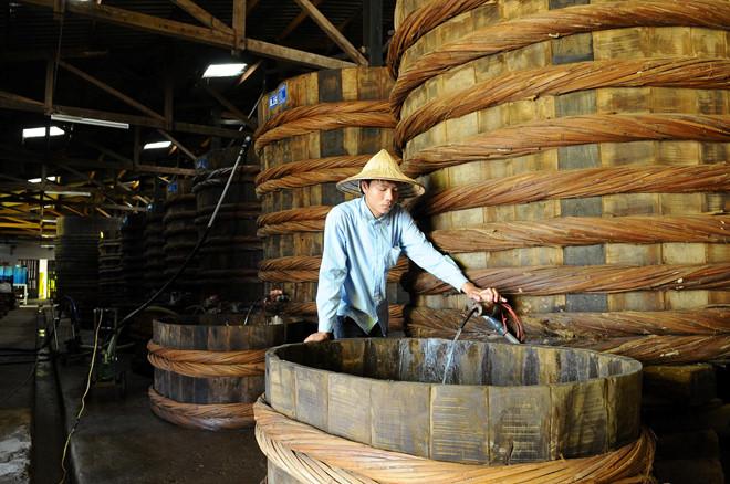 """Dự thảo tiêu chuẩn sản xuất nước mắm: """"Bức tử"""" nước mắm truyền thống"""